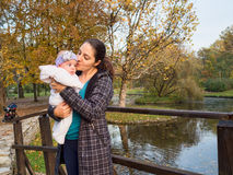 Mère avec la chéri Photo libre de droits
