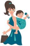 Mère avec la chéri dans une élingue Photographie stock