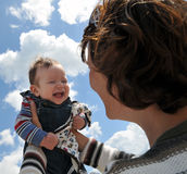 Mère avec la chéri heureuse Images libres de droits