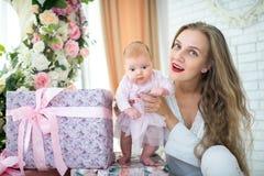 Mère avec la petite fille Photos stock