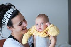Mère avec le bébé Images stock