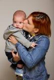 Mère avec le bébé doux photographie stock