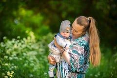 Mère avec le nouveau-né Images libres de droits
