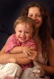 Mère avec rire d'enfant Photos libres de droits