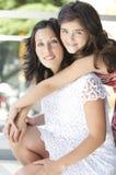 Mère avec sa belle fille Photo stock