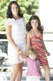 Mère avec ses belles filles Image stock