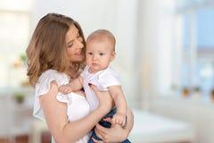 Mère avec un enfant Images libres de droits