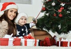mère avec un petit garçon Photo stock