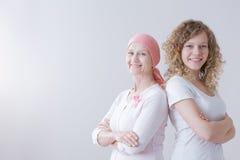Mère de cancer du sein restant positive photos libres de droits