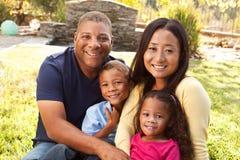 Mère de métis et ses enfants Photos stock