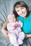 Mère de sourire et sa chéri Photo stock