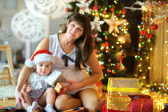 Mère enceinte ensemble dans la petite fille Photographie stock