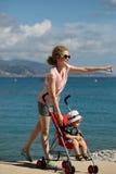 Mère et chéri dans la poussette Image stock