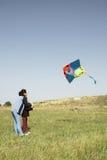 Mère et descendant avec le cerf-volant Images libres de droits