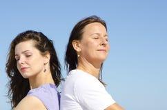 Mère et descendant d'amitié de famille Image stock