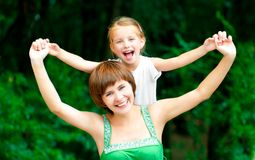 Mère et descendant de sourire Photo libre de droits