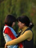 Mère et descendant heureux Images libres de droits