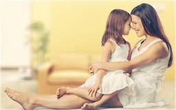 Mère et descendant heureux ensemble Photographie stock