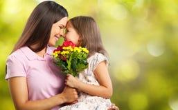 Mère et descendant heureux ensemble Photographie stock libre de droits
