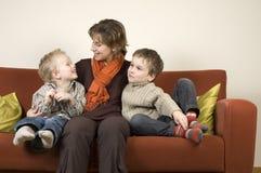 Mère et deux fils 7 photos libres de droits
