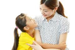 Mère et enfant de sourire Photographie stock libre de droits