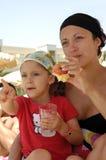 Mère et enfant en bonne santé Images stock