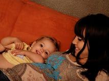 Mère et enfant enceintes photo stock