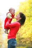 Mère et enfant heureux Photo stock