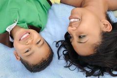 Mère et enfant heureux photo libre de droits