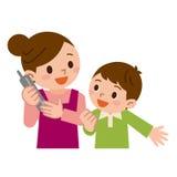 Mère et enfants dans le téléphone Photo stock