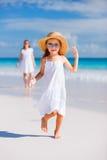 Mère et fille à la plage Photo libre de droits