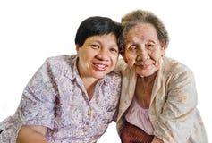 Mère et fille asiatiques d'aîné en isolation Photographie stock