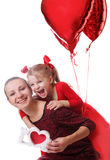 Mère et fille avec l'amour rouge et les ballons de mot Photographie stock libre de droits