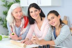 Mère et fille de grand-mère de trois femmes de générations Photographie stock libre de droits