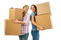 Mère et fille tenant des boîtes Photo stock