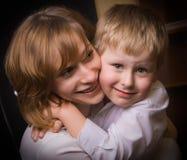 Mère et fils affectueux Images stock