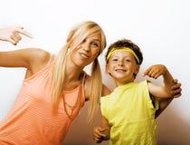 Mère et fils drôles avec le bubble-gum Photos libres de droits