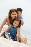 Mère et gosses de sourire Image libre de droits