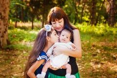 Mère et ses deux jolis doughters Images stock