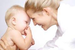 Mère heureuse avec le bébé Images libres de droits