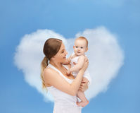 Mère heureuse avec le bébé adorable Photographie stock