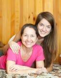 Mère heureuse avec le descendant de l'adolescence Images libres de droits