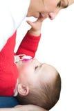 Mère jouant avec la fille de bébé Images libres de droits