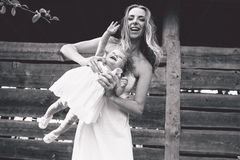Mère jouant avec sa petite fille Photo libre de droits
