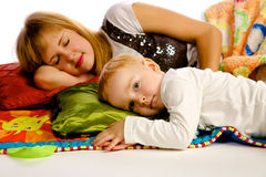 Mère jouant avec son fils Image stock
