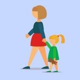 Mère marchant sa fille Photographie stock libre de droits