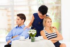 Mère réconciliant des couples Images libres de droits