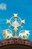 Mère sainte de Dieu avec deux anges en or Photo libre de droits