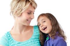 Mère souriant et rire de descendant Image libre de droits
