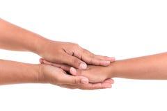 Mère tenant sa main de fille Concept d'aide ou de soutien isola Photos libres de droits